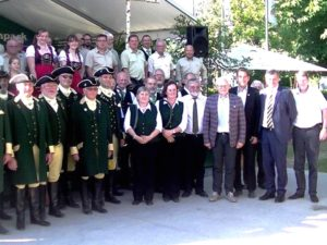 Gruppenbild mit lokalen Honorationen (rechts)