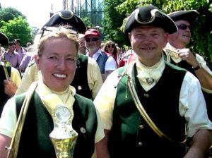 Petra Aldinger mit dem Pokal